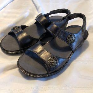 ARAVON by NEW BALANCE comfy black sandals size 8